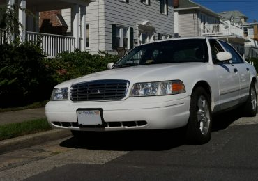 ford-crown-victoria-2011